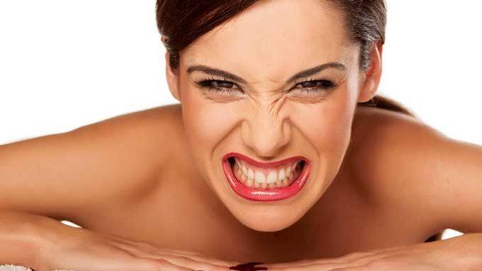 Болезнь, проявляющаяся в виде скрежета зубами во сне. Помимо очевидного вреда для самих зубов, человек может прикусить язык и даже проглотить выпавший из-за бруксизма зуб.