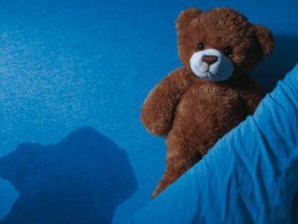 Отсутствие контроля над мочеиспусканием – это заболевание, которое проявляться в любое время суток и иметь различную этиологию. Ночной энурез – недержание мочи только в процессе сна.