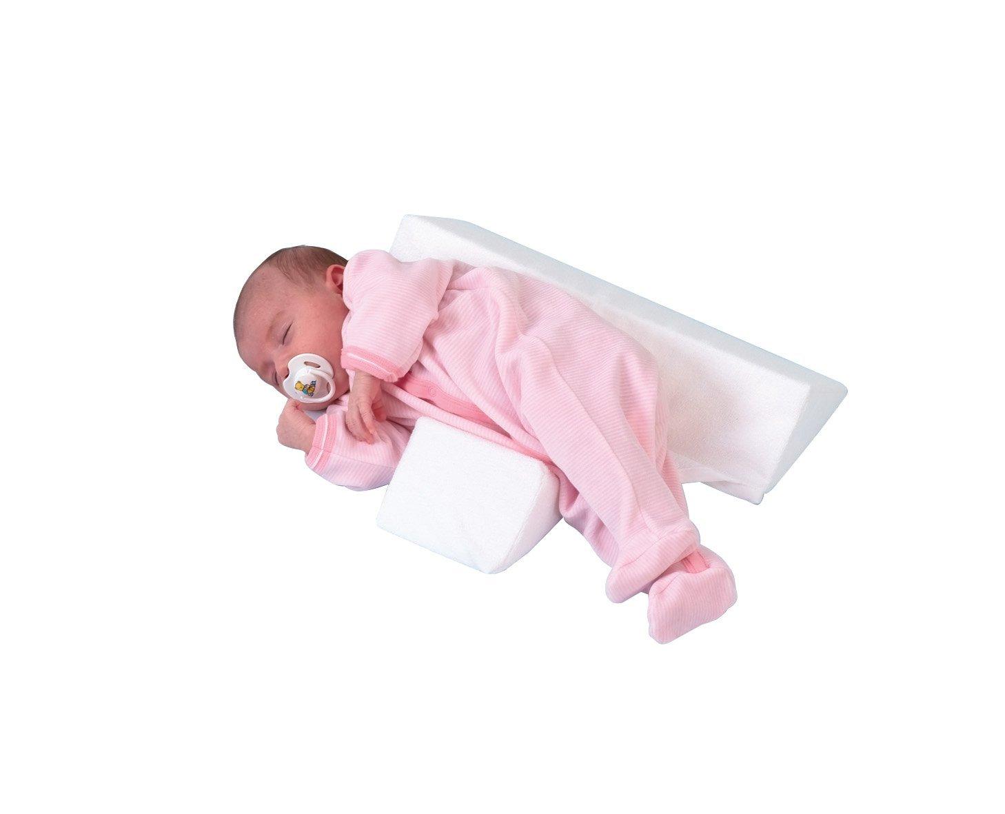 Представляет собой совокупность двух подушек, одна из которых кладется под спину, а другая – в области живота. В будущем можно отказаться от одной из них, подкладывая наклонную под голову, приподнимая туловище, чтобы исключить внезапную отрыжку.
