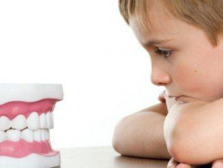 Скрежет зубами во сне – явление, которое замечают мамы 50% детей.