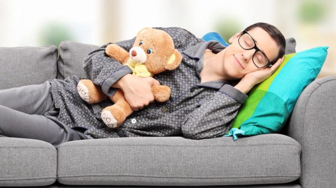 Полноценный соннужен человеку не просто для того, чтобы не чувствовать усталость на следующий день, от него зависит работа всего организма.