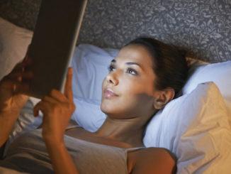 Вечер — время для себя. От того, проведёте ли вы его лёжа на диване или займётесь чем-то полезным, зависит личностное и профессиональное развитие. В статье вы найдёте 10 вечерних ритуалов, которые повысят вашу продуктивность.