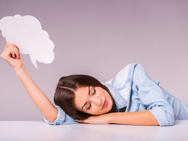 Состояние, при котором человек эпизодически разговаривает, не прерывая сна, не считается заболеванием как таковым, поскольку не вызывает побочных симптомов.