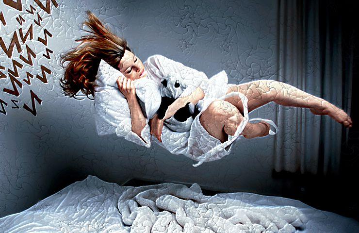 Если в сновидениях спящий летает, это указывает на недостаток личной свободы в реальности.