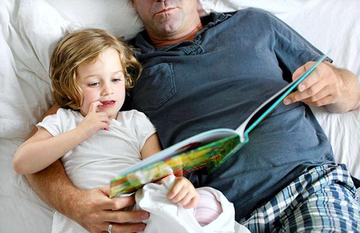 Активное времяпрепровождение возбуждающе действует на центральную нервную систему, поэтому после таких игр ребенку сложно успокоиться и лечь спать.