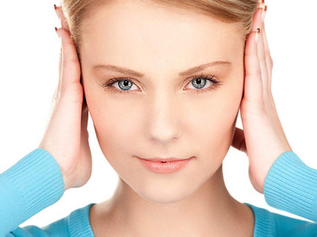Упражнение аналогично пальмингу, но вместо глаз ладонями закрываются уши. Надавливания производят в том же темпе, то есть 1 раз в секунду.
