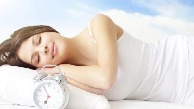 Чтобы чувствовать себя бодрым и полным сил, надо знать, в какую фазу сна лучше просыпаться