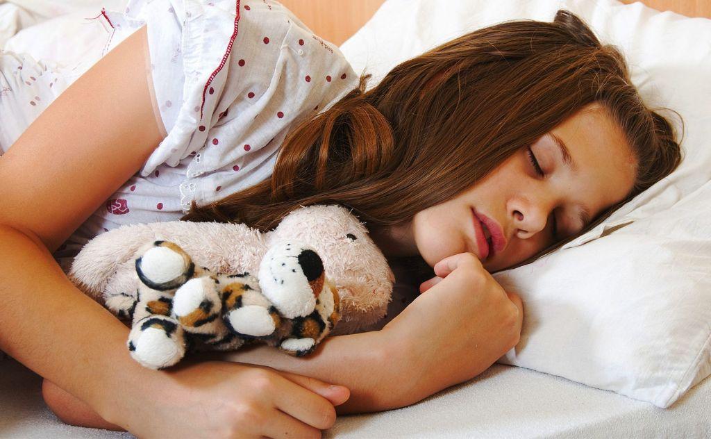 Летаргический сон – это вид глубокого отдыха, при котором человек не реагирует на внешние раздражители и не может проснуться самостоятельно.